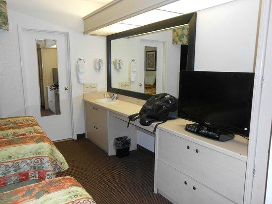 Baymont Inn & Suites Tampa Near Busch Gardens: Habitación