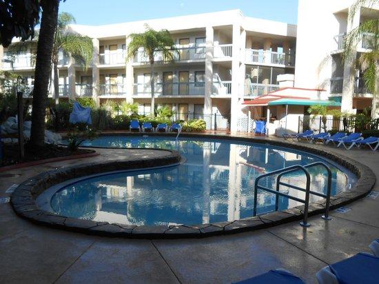 Baymont Inn & Suites Tampa Near Busch Gardens: Pileta