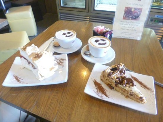 Oblico Cafe: Strawberry meringue, and walnut and raisin cake.