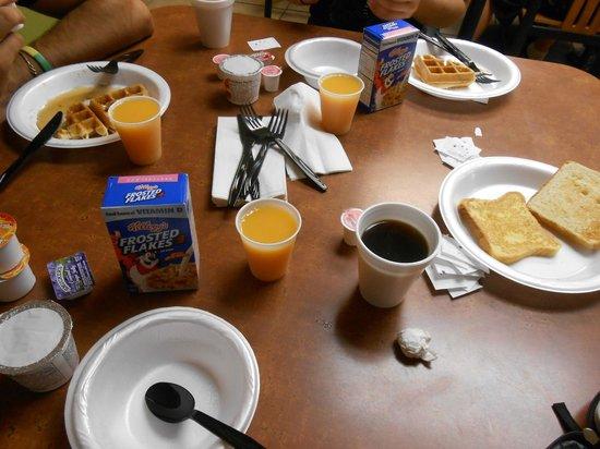 Baymont Inn & Suites Tampa Near Busch Gardens: Desayuno
