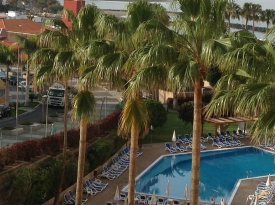 Iberostar Bouganville Playa : View from room - road beside hotel leading down to las americas
