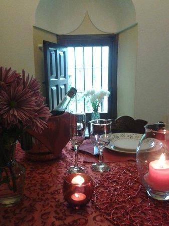 Casa Rural El Vasar: Comedor preparado para escapada romántica