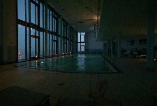 InterContinental Hotel Warsaw: pool at sunset