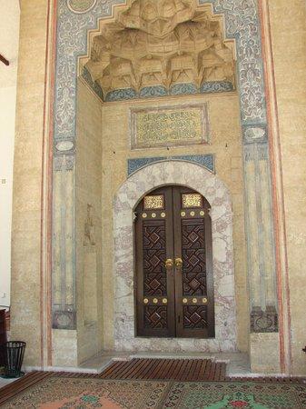 Gazi Husrev-beg Mosque: the door