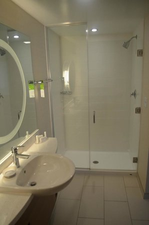 SpringHill Suites Chattanooga Downtown/Cameron Harbor : Room 301