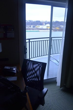SpringHill Suites Chattanooga Downtown/Cameron Harbor: Room 301