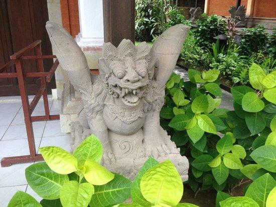 The Rishi Candidasa Beach Hotel : Sculpture entrée cambre
