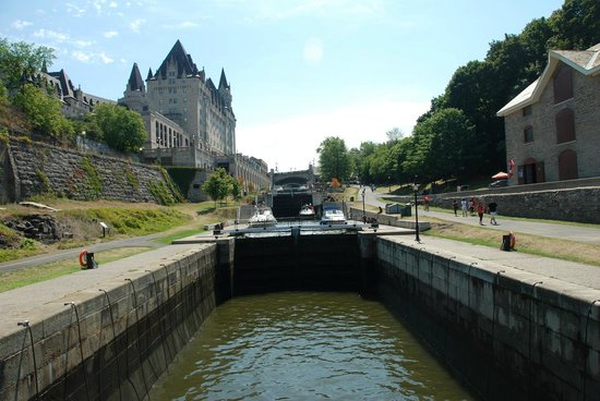 Albert at Bay Suite Hotel: Ottawa, Rideau Canal