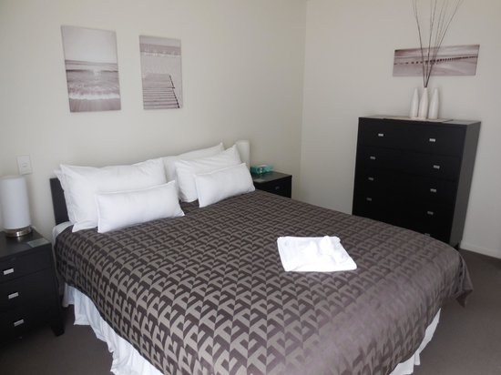 Oceans Resort Whitianga: One of three bedrooms