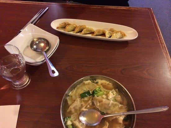 Kimchi house : Wonton soup. Dumplings