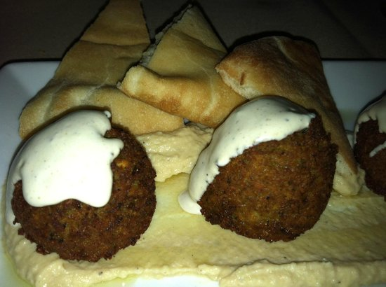 Saha : Pita, hummus and falafel