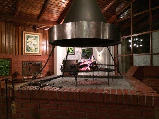 Monteverde Lodge & Gardens: Open Fireplace