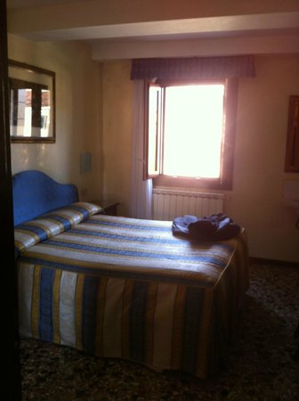 Hotel Hesperia: the room with the cannel view