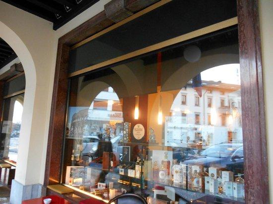 L 39 esterno bild fr n caffe manzoni tolmezzo tripadvisor for Finestra 4 tolmezzo
