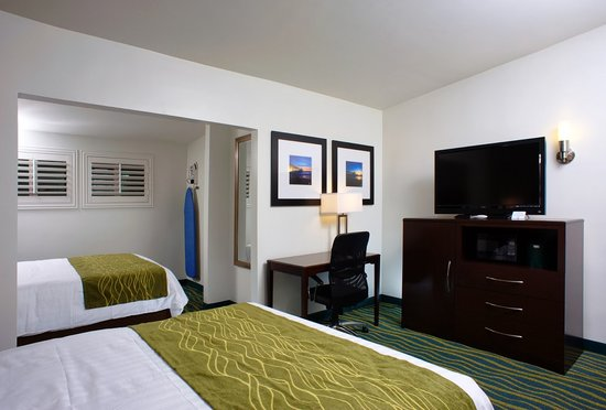Hi View Inn & Suites: Two Queen Beds
