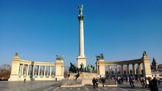 Place des Héros : Praça dos Heróis