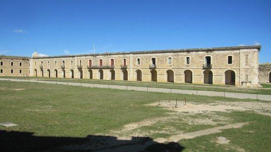 Castillo de San Fernando: Vista exterior.