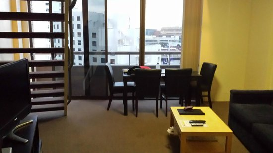 Metro Apartments On Darling Harbour : lounge/dining