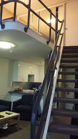Metro Apartments On Darling Harbour: Stairs to loft bed & bathroom