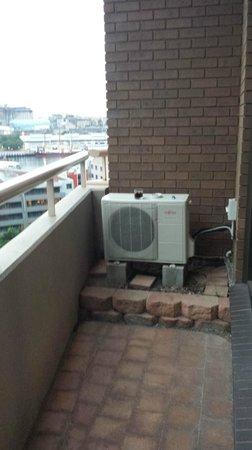 Metro Apartments On Darling Harbour: Narrow balcony
