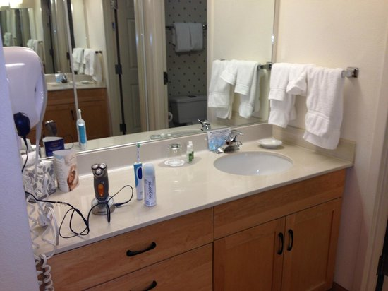 Lakeview Signature Inn Calgary Airport - A Suite Hotel : Bathroom