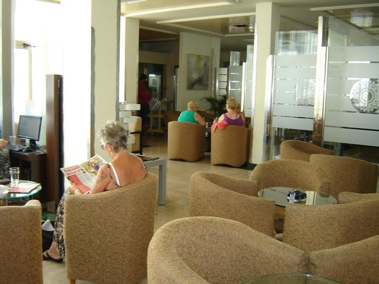Sandos Monaco Beach Hotel & Spa: The lounge are that they have for the select package.