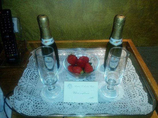 Hotel San Anselmo: birthday champagne, complimentary