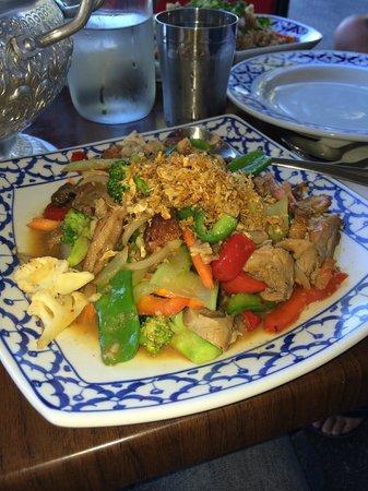 Baan Sabai Jai: Garlic Roask Duck with Vehetables