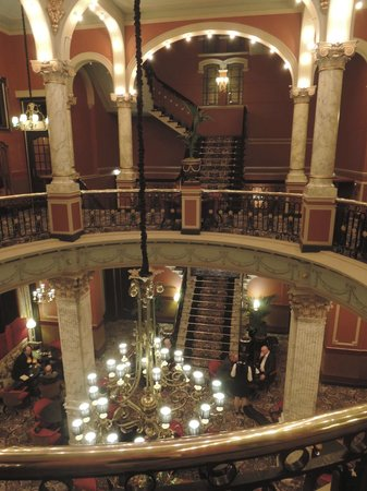 Hotel Des Indes, a Luxury Collection Hotel: Central rotunda and lounge at the Hotel Des Indes