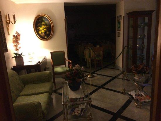 Amalfi Hotel: Del av frukostsal