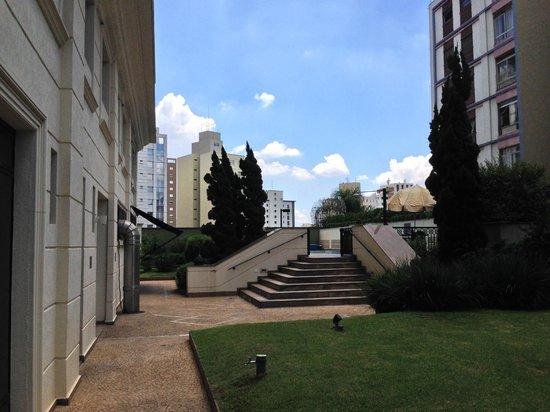 Intercity The Universe Paulista: Área Externa