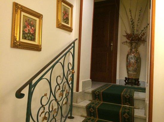 Amalfi Hotel: Trappa till första våningen