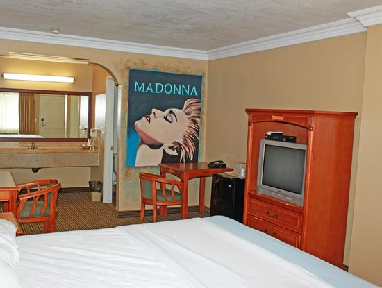 Hollywood Inn Express North: Personalized Rooms