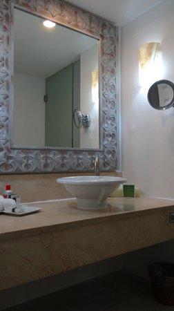 Playacar Palace: Bathroom vanity