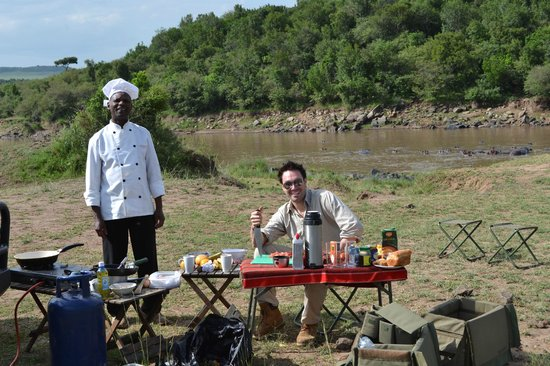 Naibor Camp: breakfast action by the river