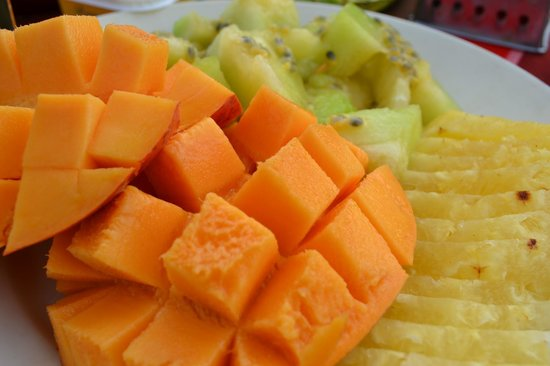 Naibor Camp: delicious fresh fruit for breakfast