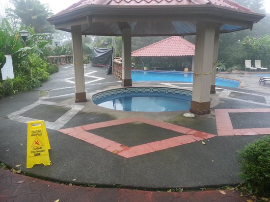 Hotel Montana de Fuego Resort & Spa : Hot tub closed