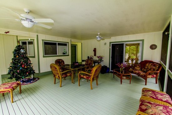 The Ohia House: Private, screened lanai