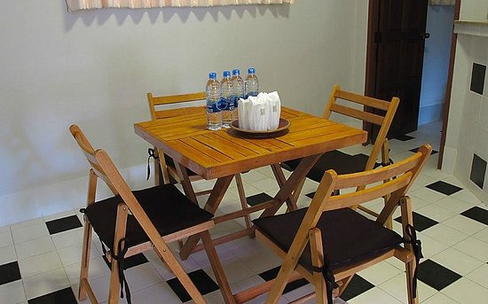 Loma Resort: Dinning Table in the Room