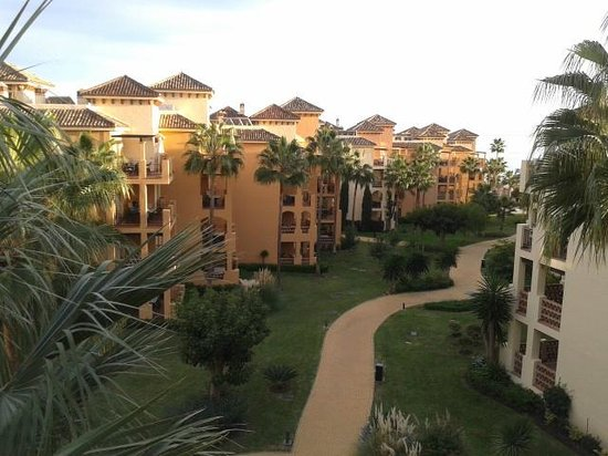 Marriott's Marbella Beach Resort : View from the balcony of an inside line unit near the clubhouse