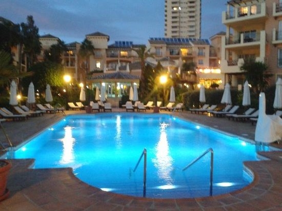 Marriott's Marbella Beach Resort : The smaller of the two outdoor pools at night