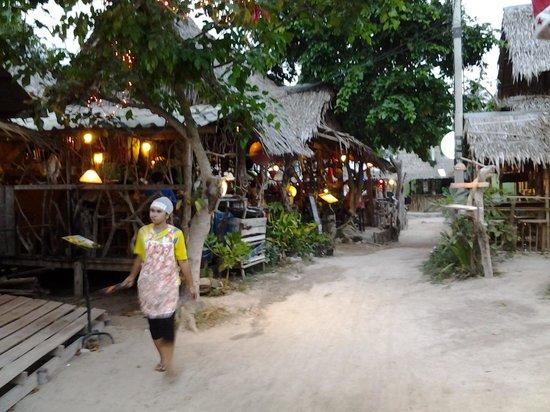 Le Rendez Vous: rue de kho phi phi