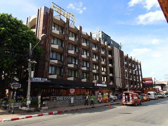 Hotel M Chiang Mai: View of Hotel from Moonmuang Road