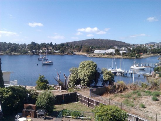 Waterfront Lodge Motel: Tranquil Newtown Bay