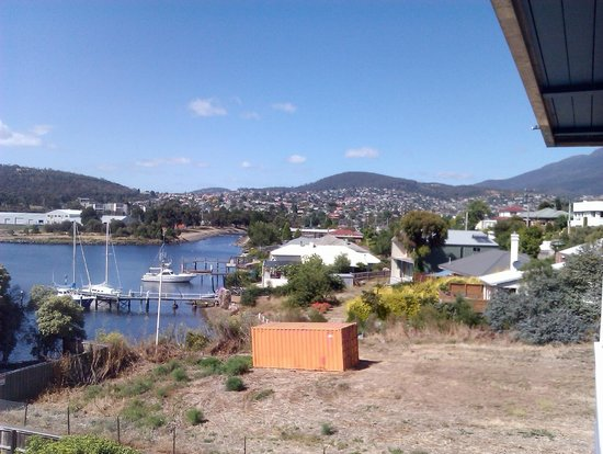 Waterfront Lodge Motel: Tranquil Newtown Bay and the lot next door