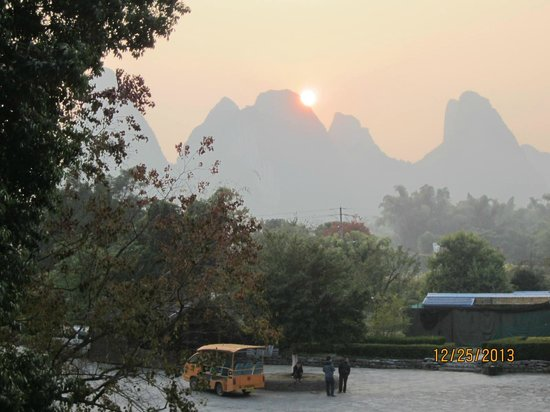 Yangshuo Private Tour-Day Tour: Gorgeous sunset at the end of our raft ride.