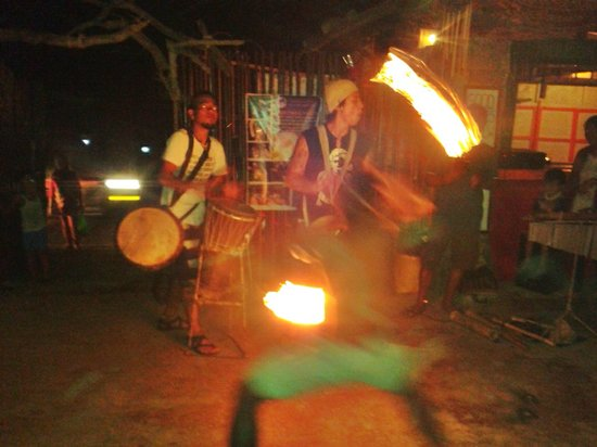 Marleys Guesthouse: Fire Dancing
