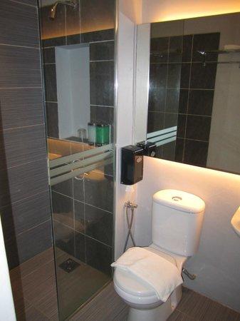 J Hotel: Bathroom and Toilet