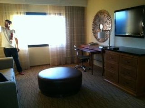 Manhattan Beach Marriott: Living room area