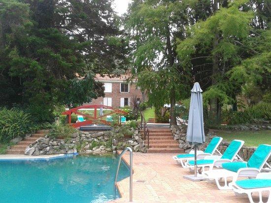 Parque Hotel Saint-Pierre: Vista del hotel desde una de las piscinas